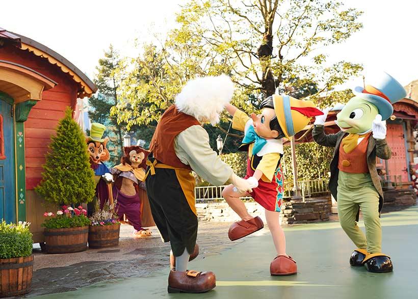 ゼペットさんと踊るピノキオの画像