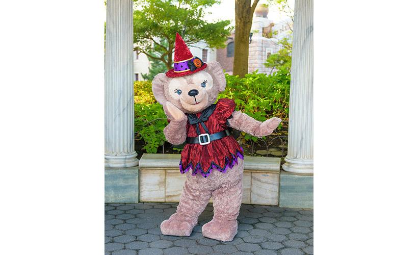 ウォーターフロントパークで魔女に仮装したシェリーメイ