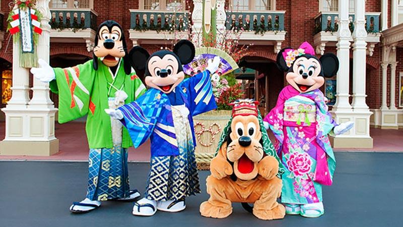 和服姿のミッキーマウスやミニーマウスたちとお正月を祝おう♪ あけ「うま」して おめでとうございます!?のイメージ