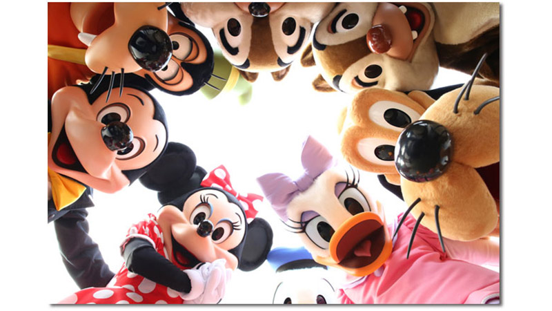 「イマジニング・ザ・マジック」ハービー・山口さんが、開園前にゲストをお迎えするワクワク感いっぱいのキャラクターたちを切り撮っちゃいました!のイメージ