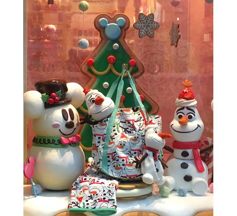 ミッキーモチーフのシュガーボールクッキーやオラフモチーフのマシュマロをデザインしたグッズの画像