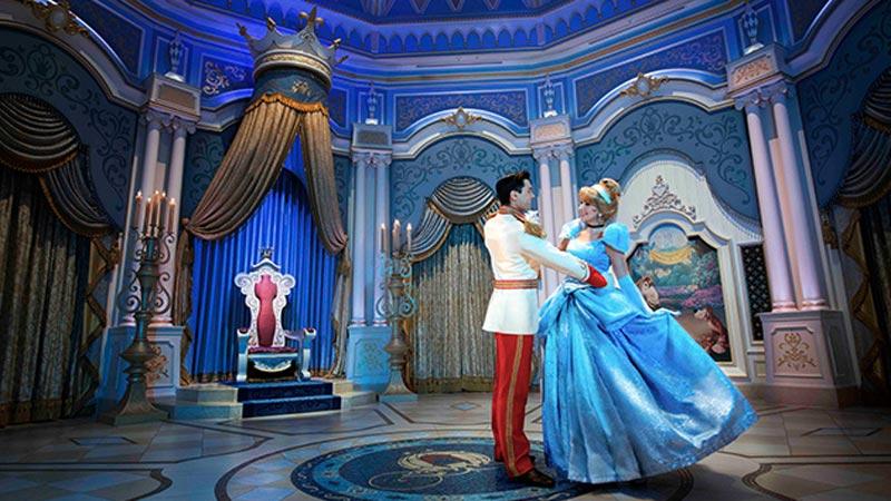女の子の永遠のあこがれ「シンデレラ」♪お城で起こった奇跡の愛の瞬間を切り撮りました!のイメージ