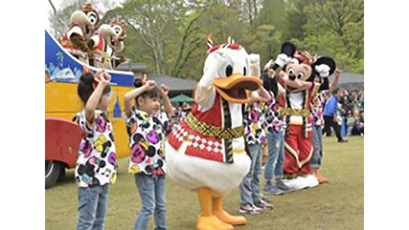 """子供たちとミッキーたちがふれあう楽しいひととき「キッズイベント""""おんどこどん!ツアー""""」が京都からスタート!のイメージ"""