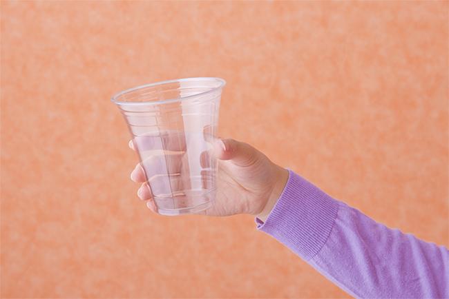 透明のカップの画像