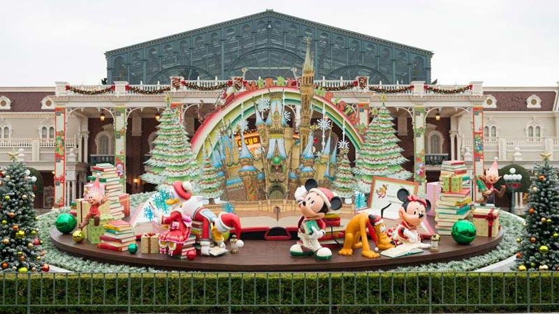 まるでここは絵本の世界!東京ディズニーランド「クリスマス・ファンタジー」のイメージ