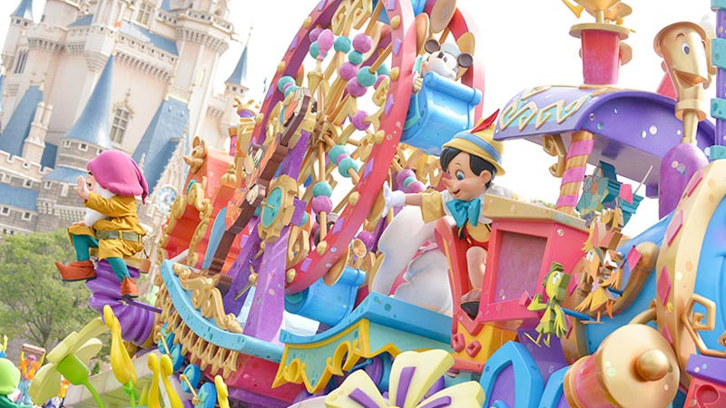 """たくさんの""""ハピネス""""があふれるパレード、「ハピネス・イズ・ヒア」のイメージ"""