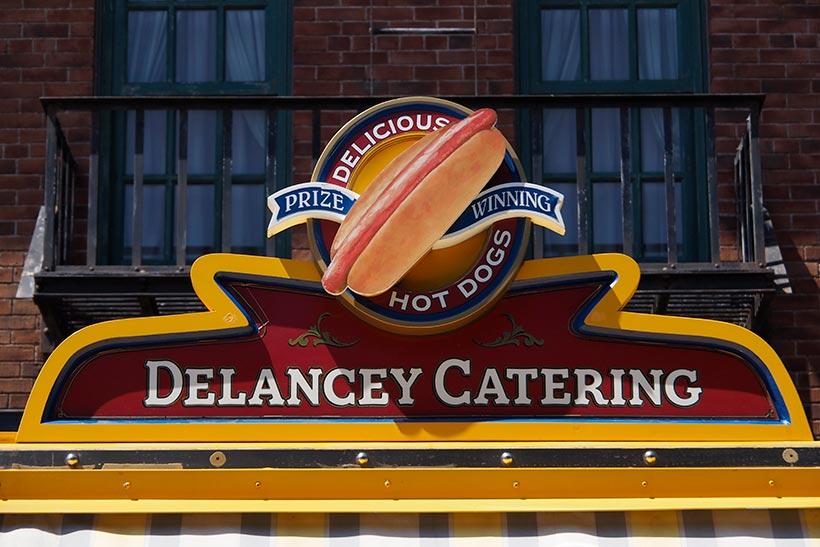 デランシー・ケータリングの看板の画像