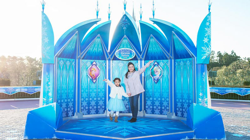 アナとエルサになりきって、スペシャルイベントをめいっぱい楽しもう♪のイメージ