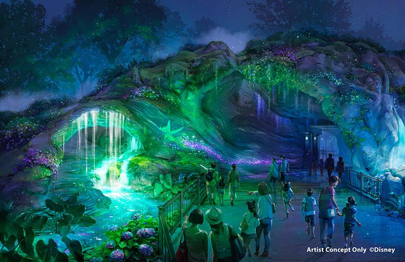 入口の左側の泉(夜)の画像