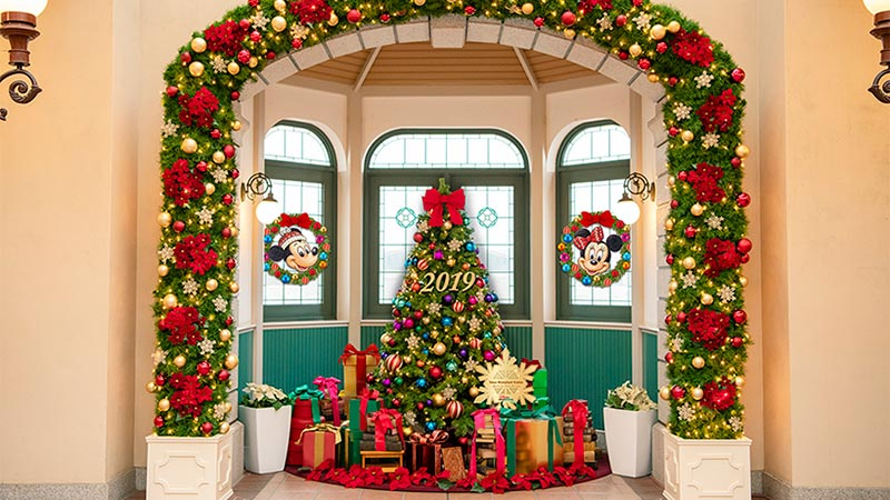 ディズニーリゾートラインもクリスマス一色♪のイメージ