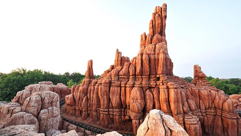 ウワサは本当?赤い岩山にささやかれる気になる話。のイメージ