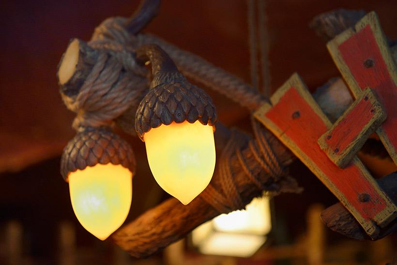 ドングリ形の照明の画像