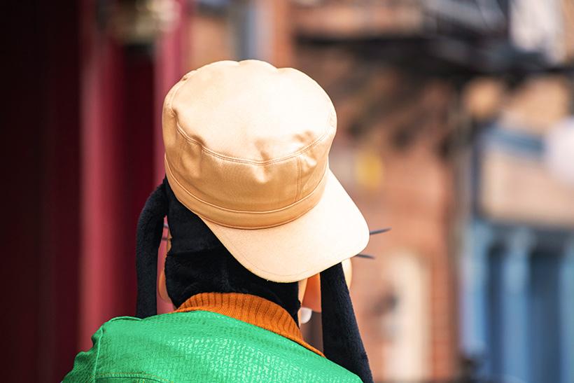 帽子を被っているこの後ろ姿は・・・の画像