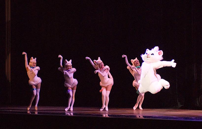 ビッグバンドビートのマリーちゃんと女性ダンサー