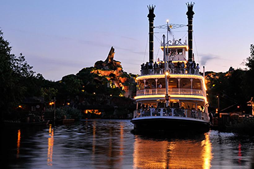 「蒸気船マークトウェイン号」の夜景の画像