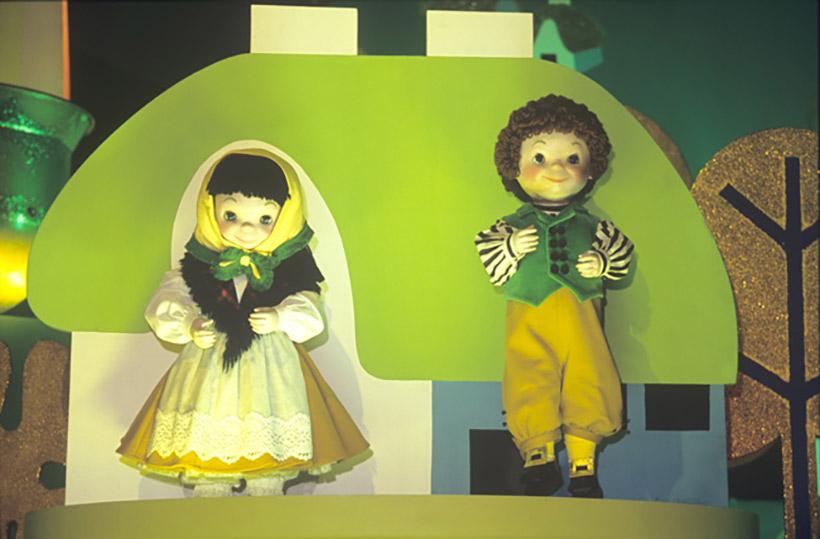 ヨーロッパエリアの男の子と女の子の画像