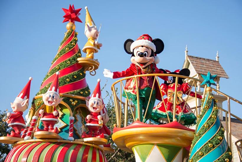 「ディズニー・サンタヴィレッジ・パレード」のミッキーの画像