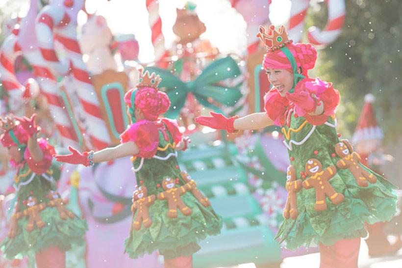 「ディズニー・サンタヴィレッジ・パレード」のダンサーたちの画像