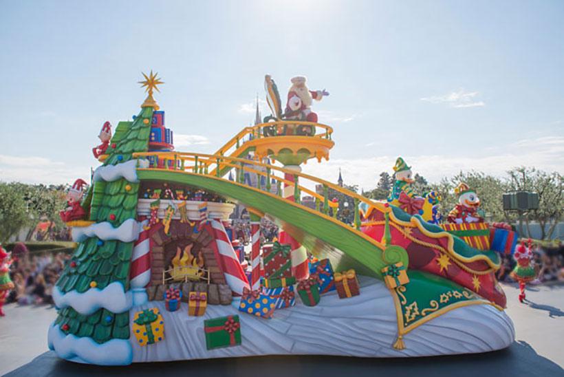 「ディズニー・サンタヴィレッジ・パレード」のサンタクロースの画像