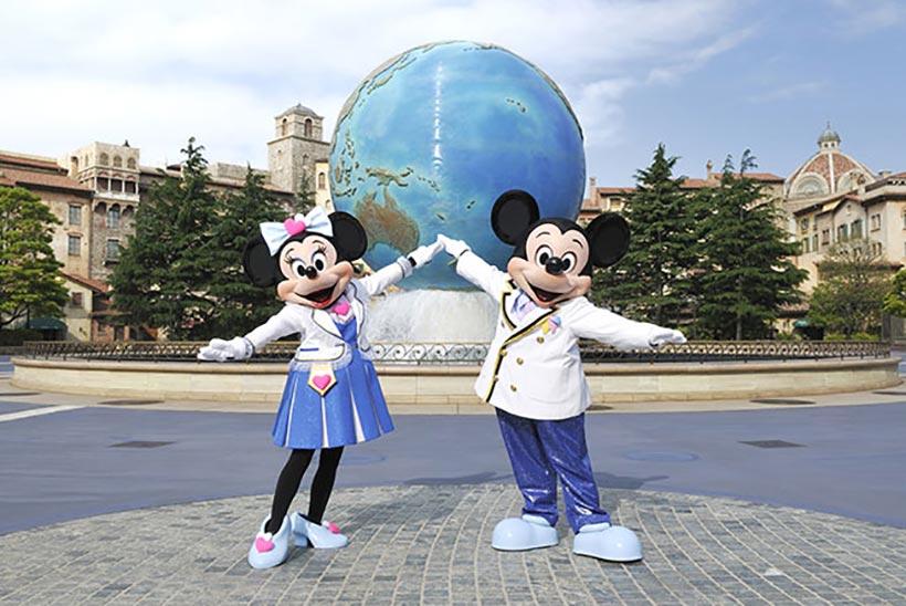 アクアスフィア前のミッキーとミニーの画像