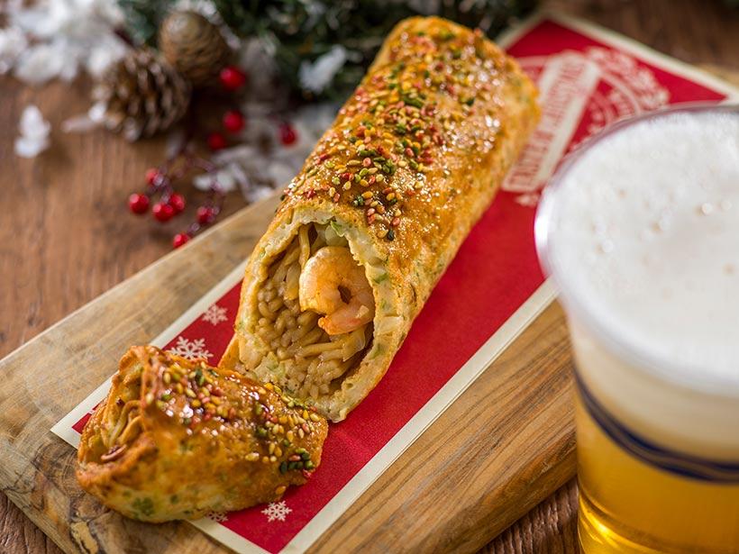 お好み焼きロールとビールの画像