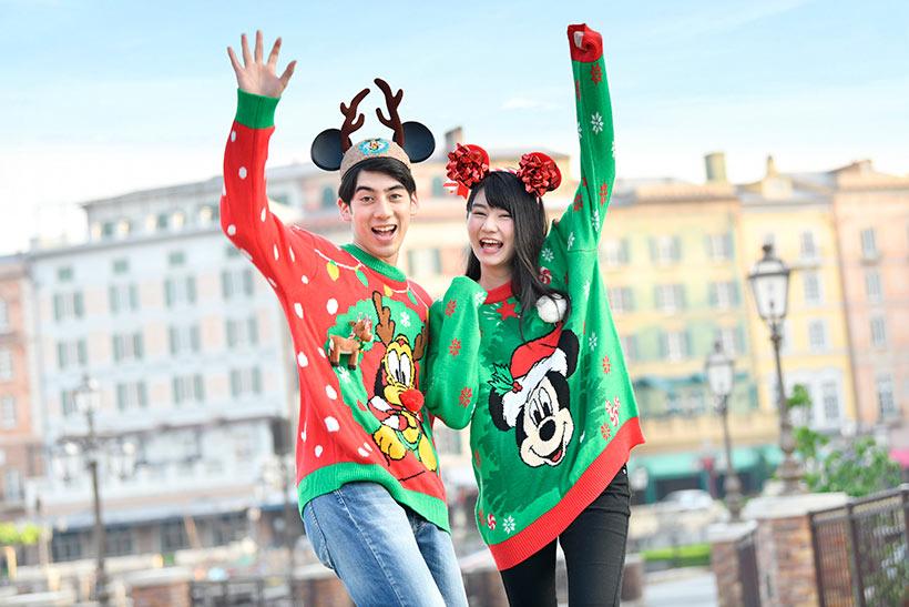 クリスマスカラーのセーターの画像