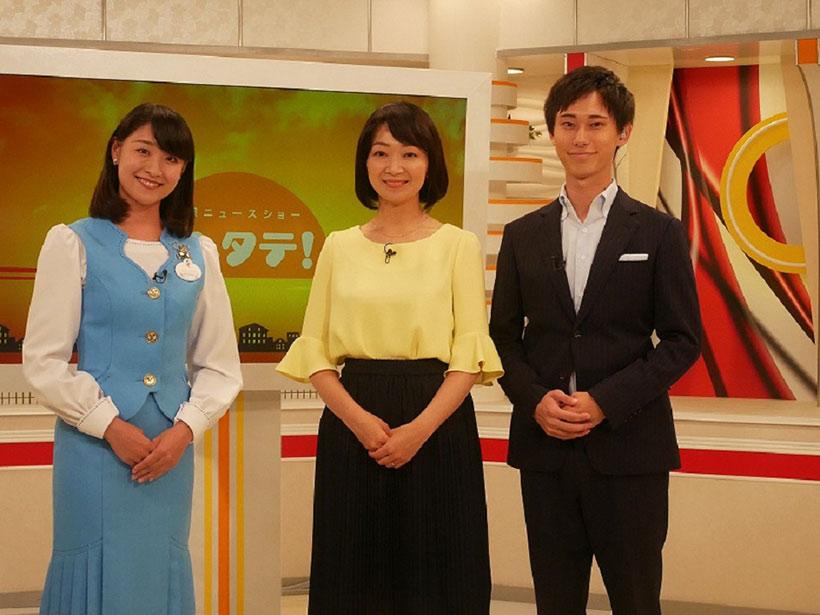 秋田朝日放送の生放送の番組に出演している画像