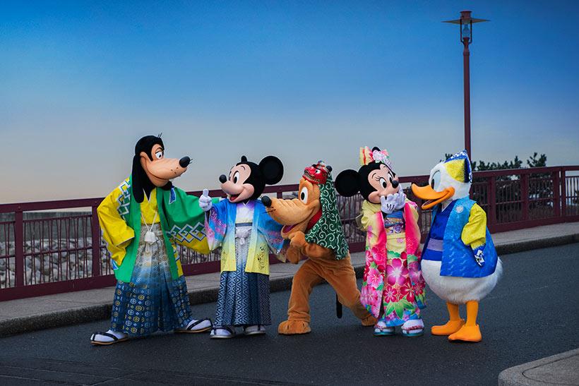 アメリカンウォーターフロントにやってきたミッキー、ミニー、ドナルド、グーフィー、ドナルドの画像