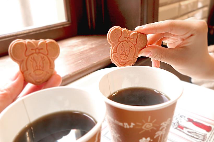 東京ディズニーリゾート・アプリ,ラッキープラス春のもぐもぐキャンペーン,ミニーマウスのかわいいクッキー,コーヒー