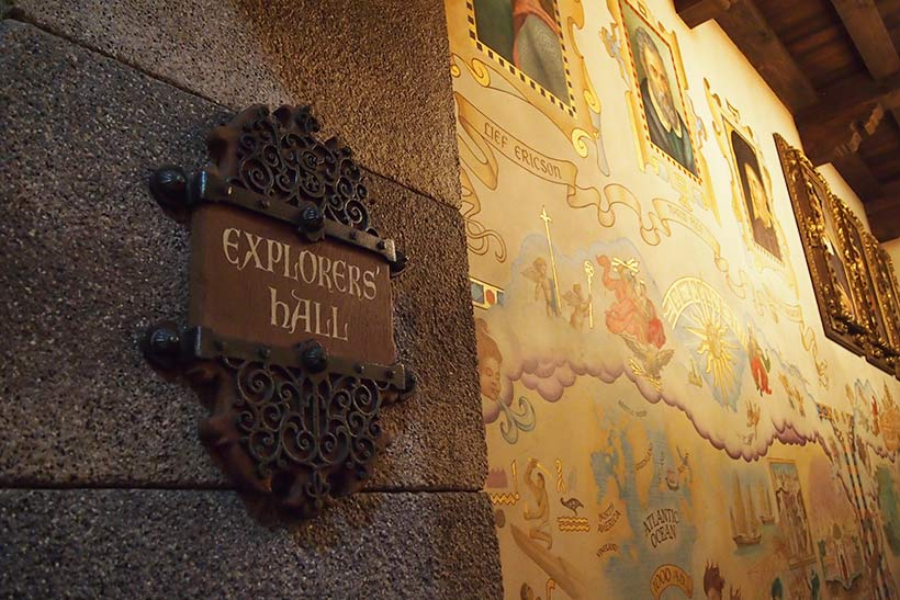 エクスプローラーズ・ホールの看板