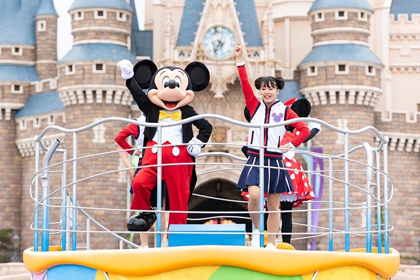 「ジャンボリミッキー!」を踊るミッキーマウス