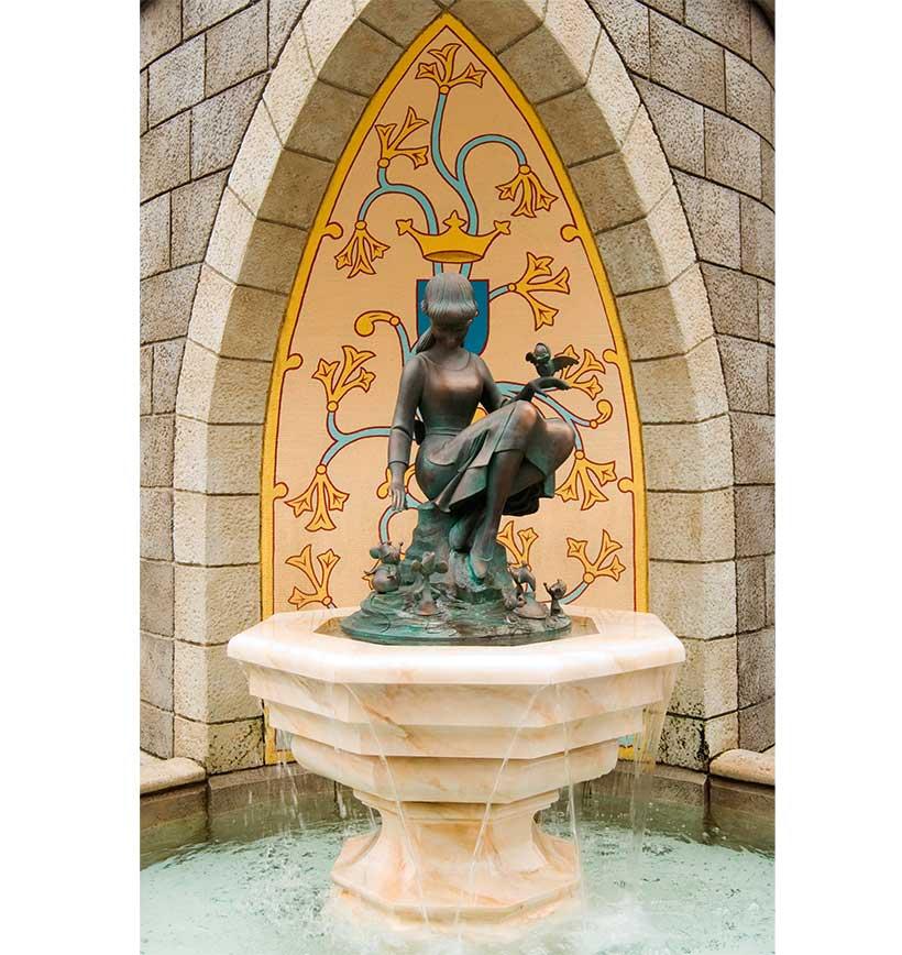 「シンデレラの泉」正面の画像