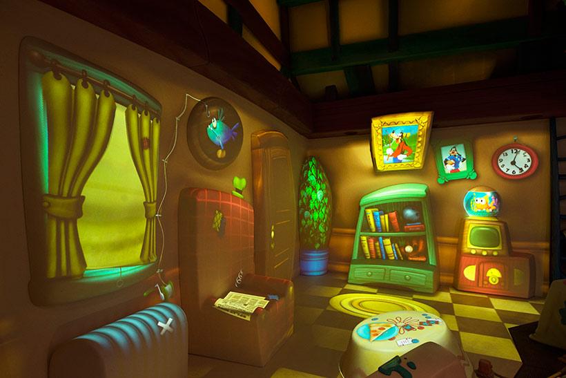グーフィーのペイント&プレイハウスの内観の画像