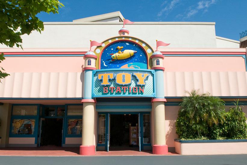 東京ディズニーランドのショップ「トイ・ステーション」の画像