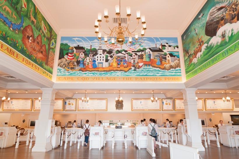 フォークアートの天井壁画の画像