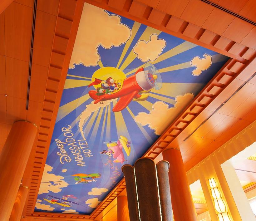 ロビーの天井に描かれた絵の画像①