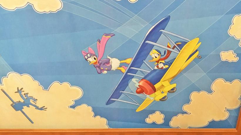 ロビーの天井に描かれた絵の画像③