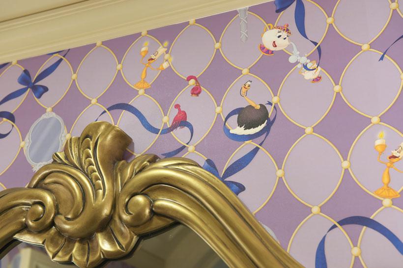 壁に描かれたキャラクターの画像