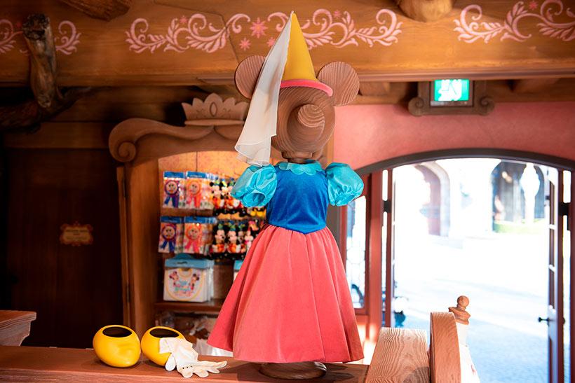 ミニーが映画で着用していたドレスに似たディスプレイ