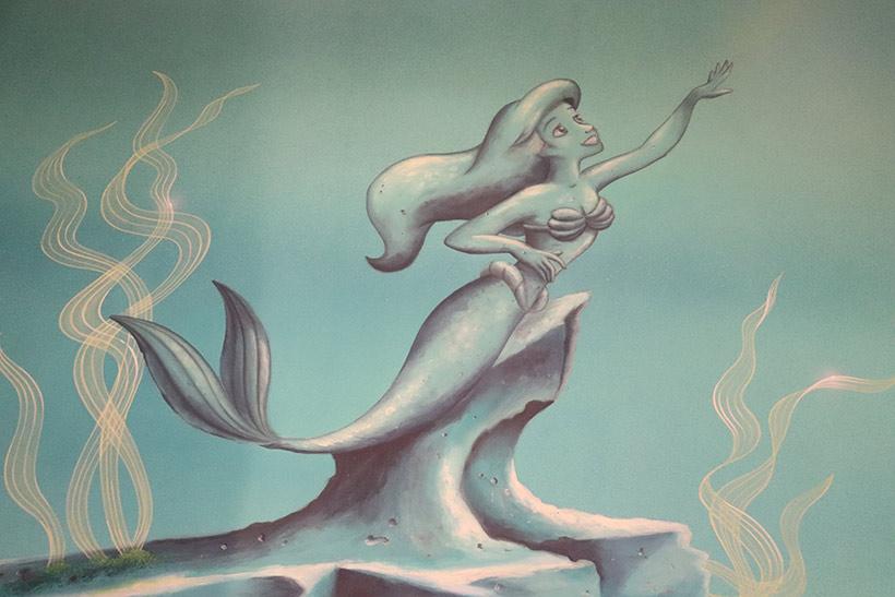 出口に向かう途中のアリエルの壁画