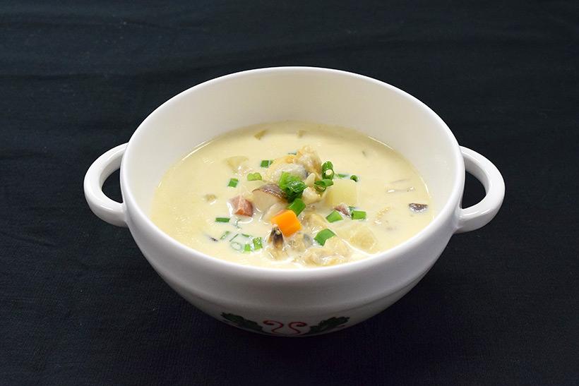 [7]のスープカップに注ぎ、万能ねぎを散らして完成した画像