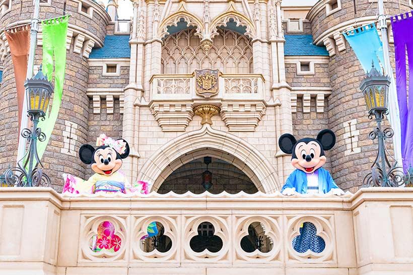 シンデレラ城とミッキーとミニー