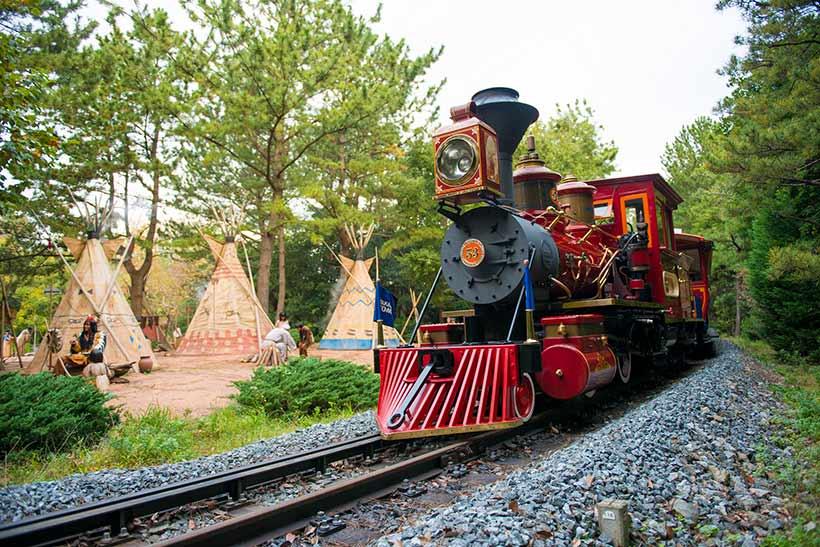 「ウエスタンリバー鉄道」の走行シーン