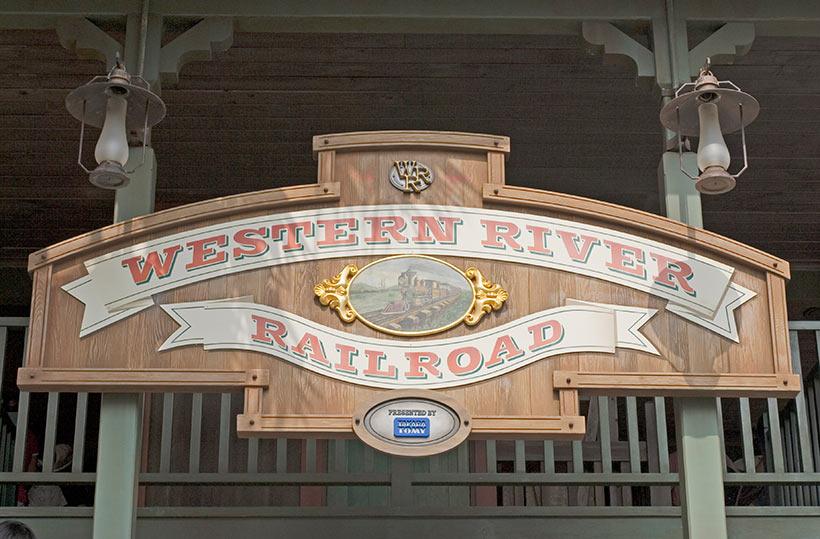 「ウエスタンリバー鉄道」の看板