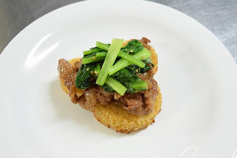 焼き肉、小松菜をのせた画像