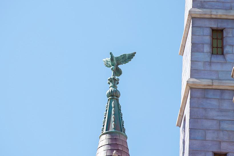 ハトの彫刻の画像