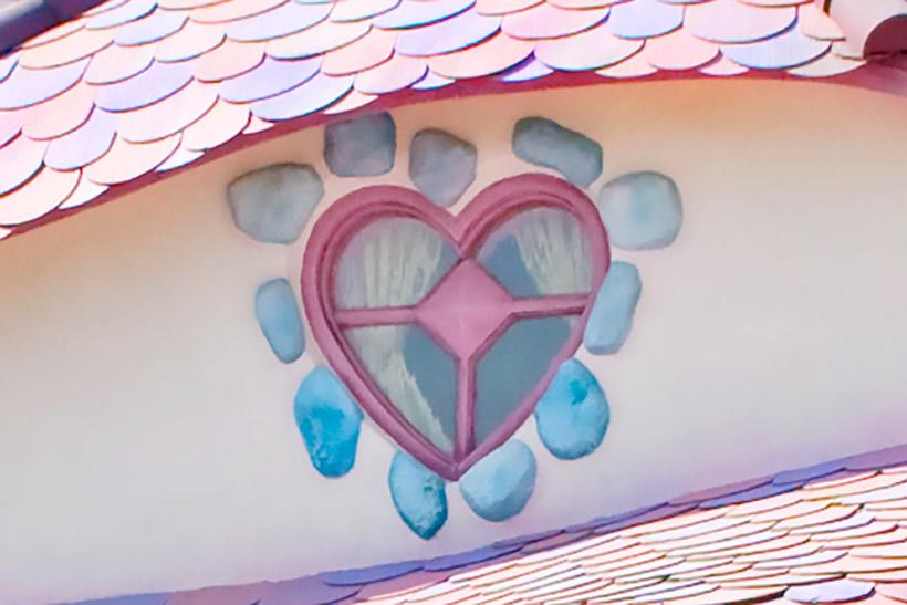 ハート形の窓の画像