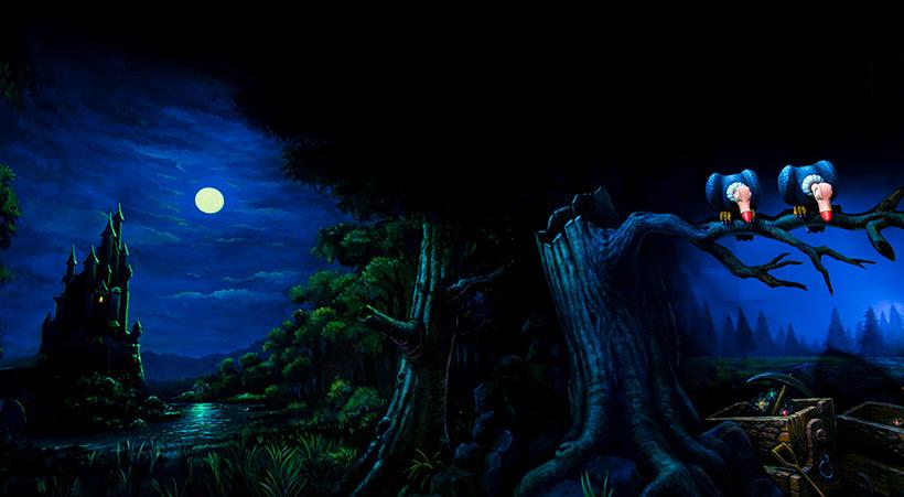 お城と満月と二羽のハゲタカの画像