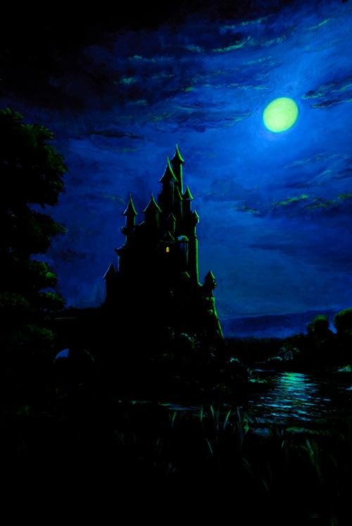 お城と満月の画像