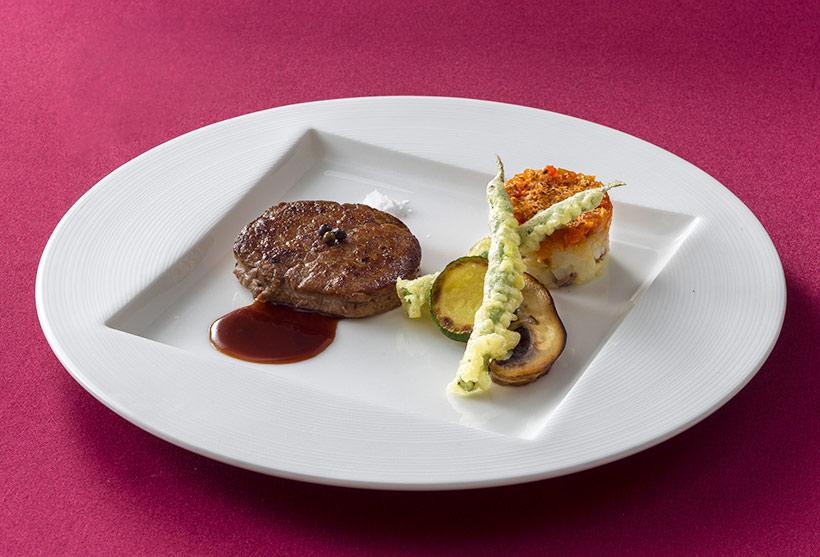 国産牛フィレ肉のポワレ、マデイラソースの画像